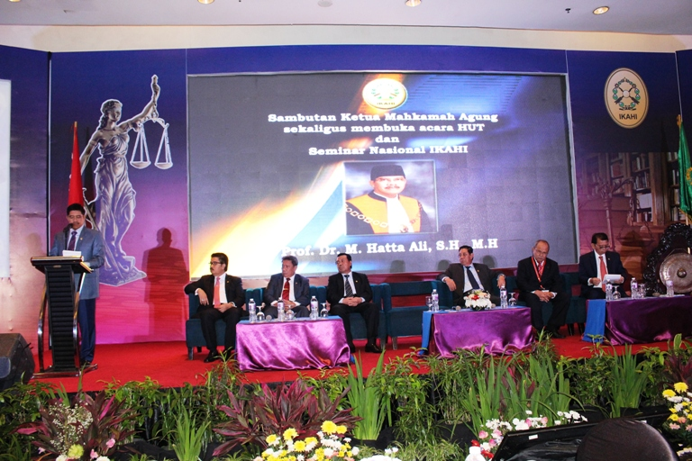 Ketua MA Membuka Seminar Nasional IKAHI