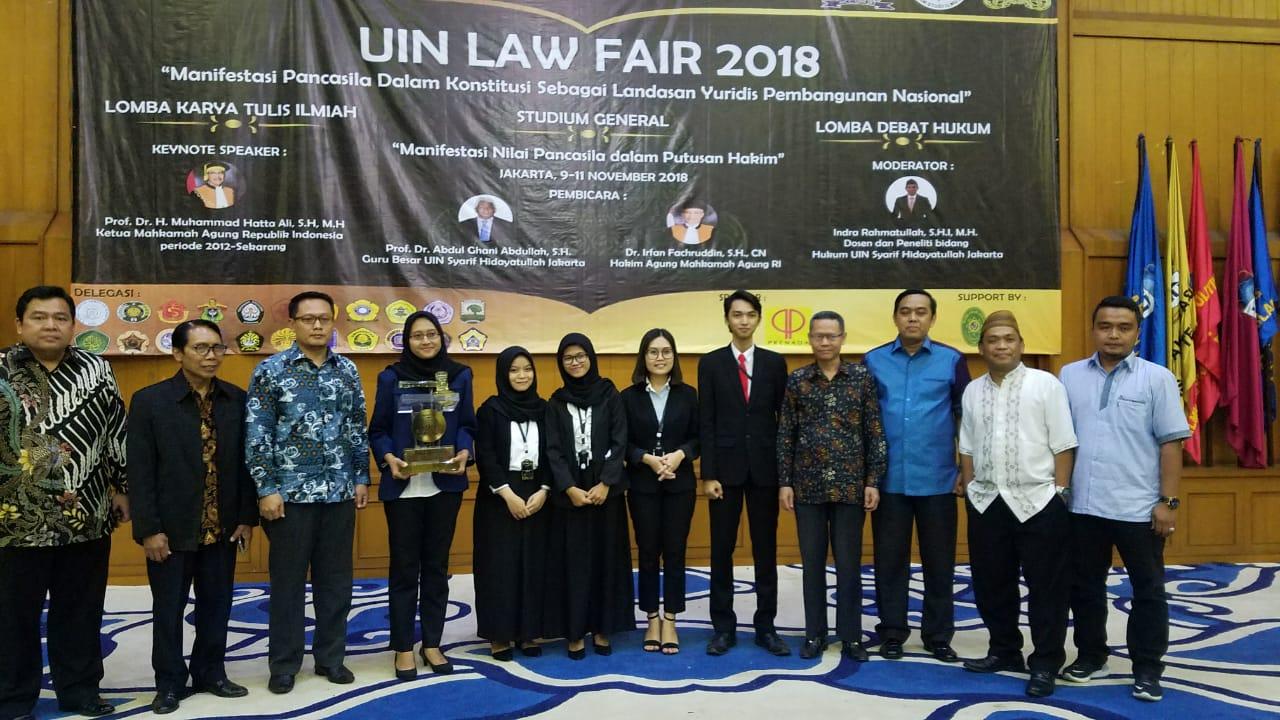 JUARA UMUM UIN LAW FAIR 2018, UNIVERSITAS AIRLANGGA RAIH PIALA BERGILIR KETUA MAHKAMAH AGUNG