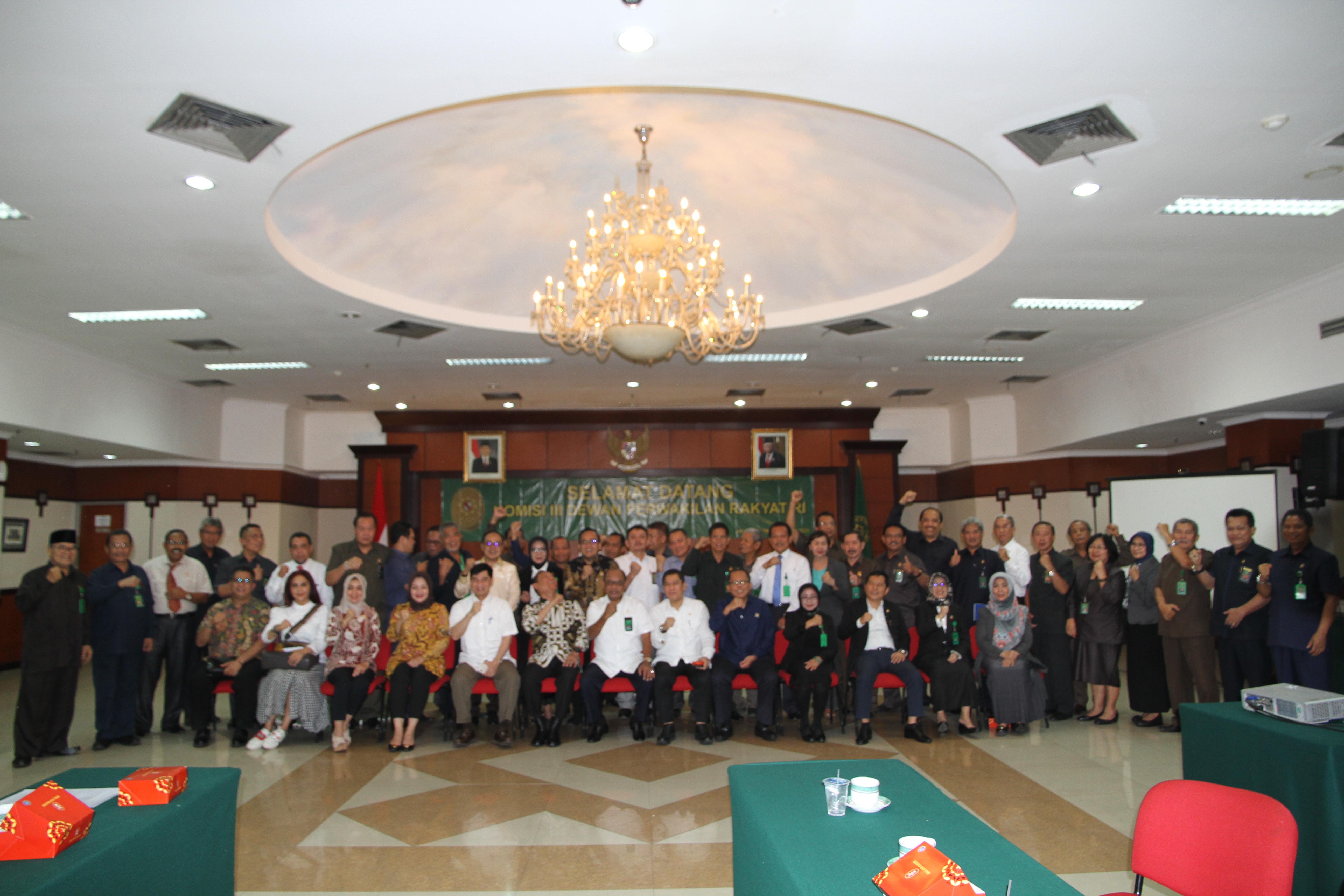 RAPAT DENGAR PENDAPAT KOMISI III DPR RI DENGAN KETUA PENGADILAN TINGGI DKI JAKARTA