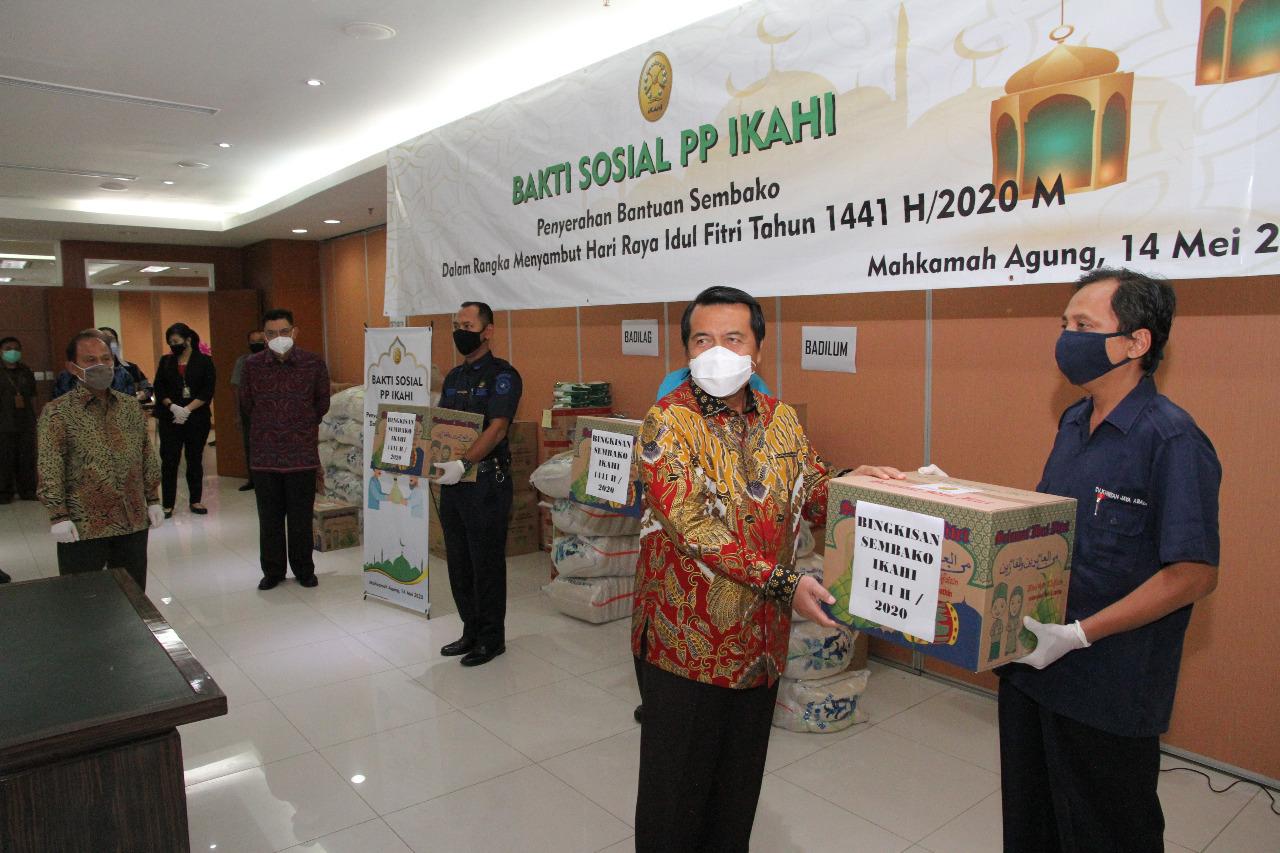Pengurus Pusat IKAHI Dan Dharmayukti Karini Adakan Bakti Sosial Sambut Idul Fitri